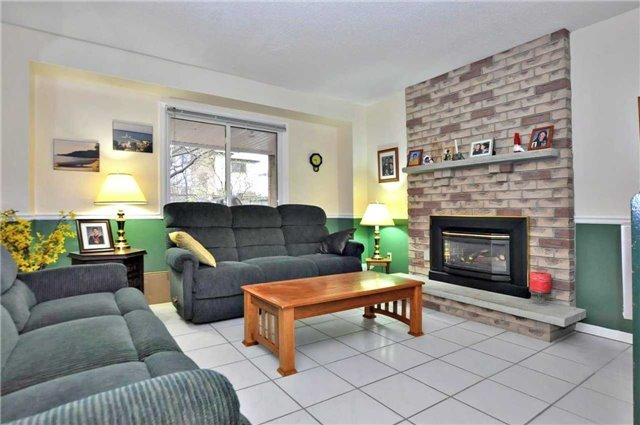 Detached at 53 Stiver Dr, Newmarket, Ontario. Image 20