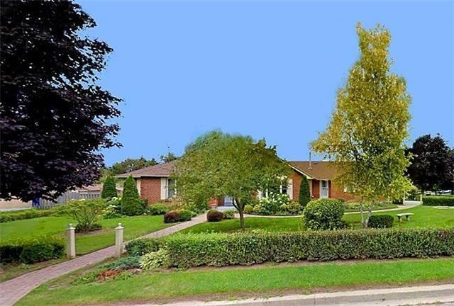 Detached at 6 Maple Way, East Gwillimbury, Ontario. Image 1