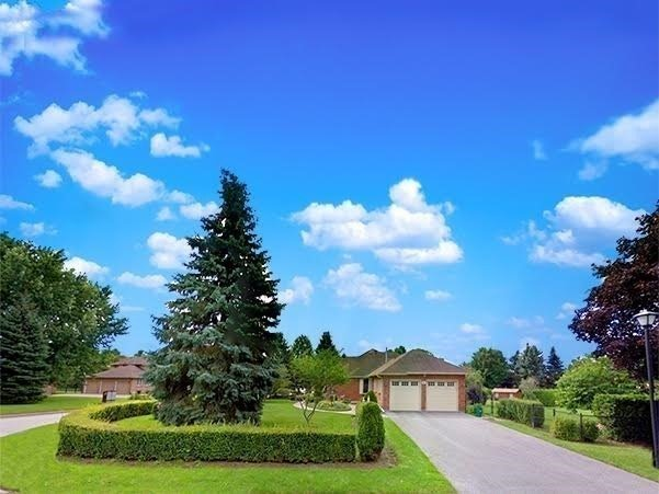 Detached at 6 Maple Way, East Gwillimbury, Ontario. Image 9