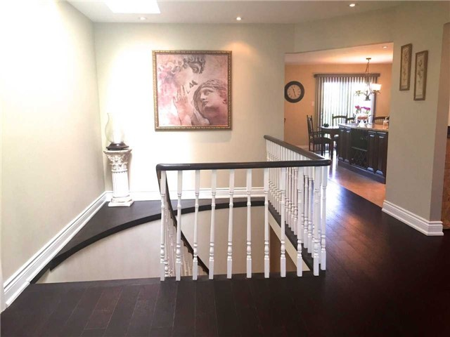 Detached at 6 Maple Way, East Gwillimbury, Ontario. Image 11