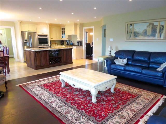 Detached at 6 Maple Way, East Gwillimbury, Ontario. Image 13