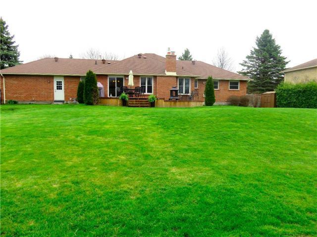 Detached at 6 Maple Way, East Gwillimbury, Ontario. Image 7