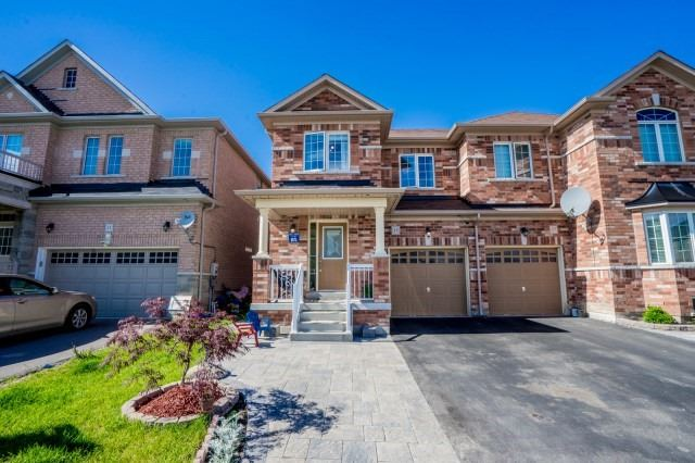 Semi-detached at 15 Win Timbers Cres, Whitchurch-Stouffville, Ontario. Image 1