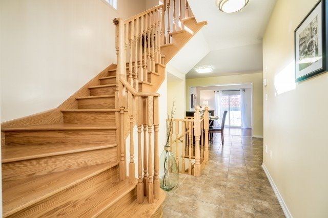 Semi-detached at 15 Win Timbers Cres, Whitchurch-Stouffville, Ontario. Image 14