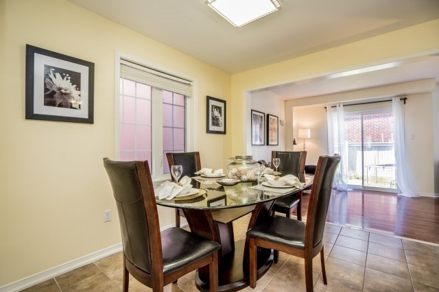 Semi-detached at 15 Win Timbers Cres, Whitchurch-Stouffville, Ontario. Image 15