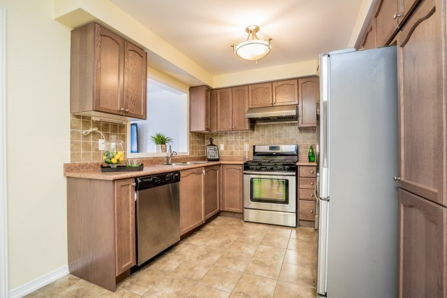 Semi-detached at 15 Win Timbers Cres, Whitchurch-Stouffville, Ontario. Image 17