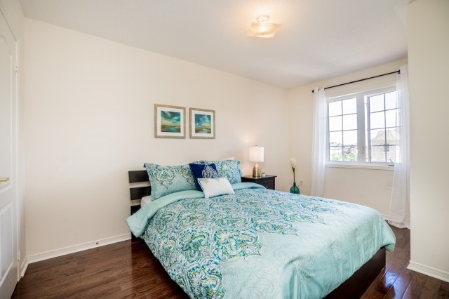 Semi-detached at 15 Win Timbers Cres, Whitchurch-Stouffville, Ontario. Image 6
