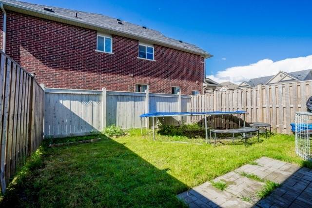 Semi-detached at 15 Win Timbers Cres, Whitchurch-Stouffville, Ontario. Image 13