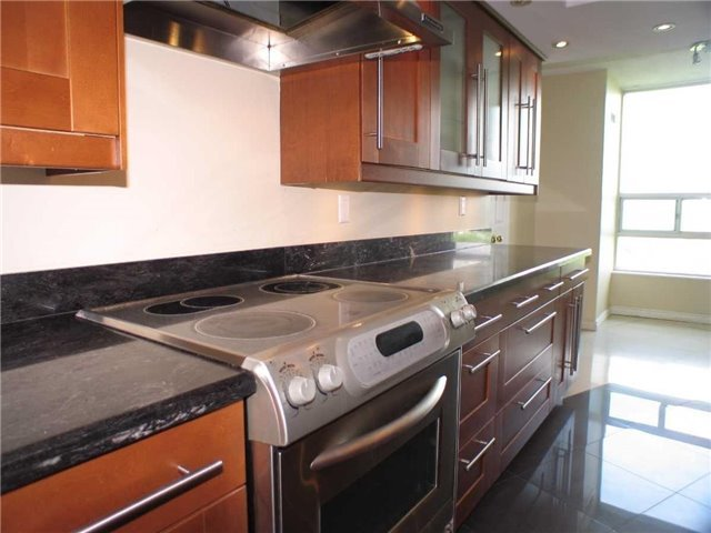 Condo Apartment at 7905 Bayview Ave, Unit 822, Markham, Ontario. Image 18