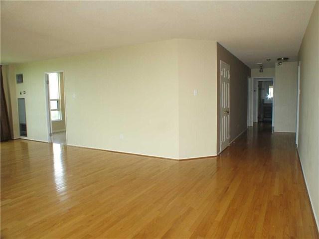 Condo Apartment at 7905 Bayview Ave, Unit 822, Markham, Ontario. Image 5