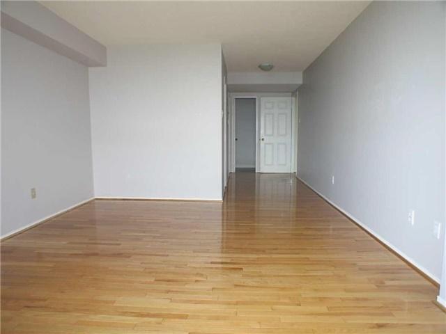 Condo Apartment at 7905 Bayview Ave, Unit 822, Markham, Ontario. Image 6