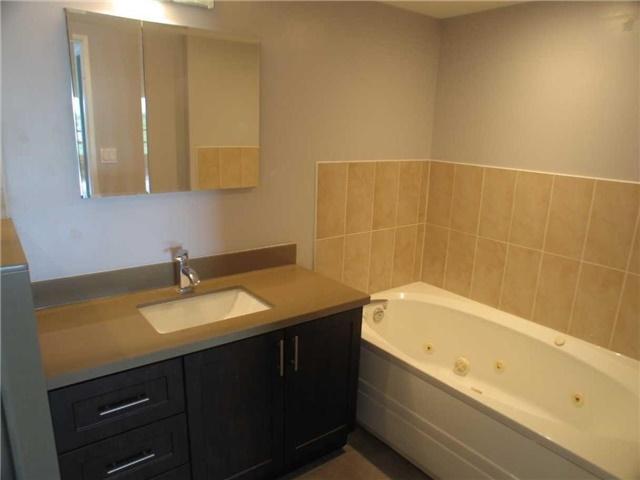 Condo Apartment at 7905 Bayview Ave, Unit 822, Markham, Ontario. Image 9