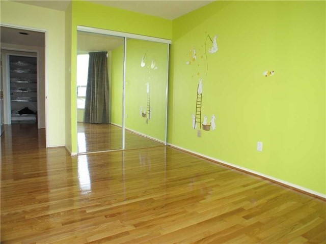 Condo Apartment at 7905 Bayview Ave, Unit 822, Markham, Ontario. Image 10