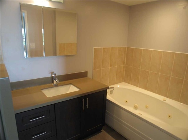 Condo Apartment at 7905 Bayview Ave, Unit 822, Markham, Ontario. Image 13
