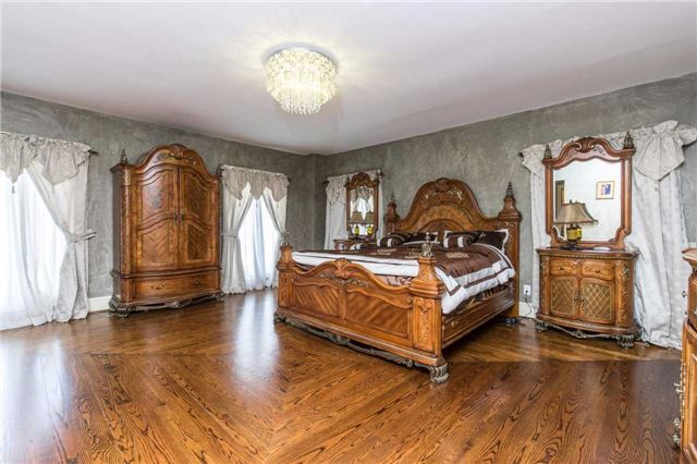 Detached at 60 White Lodge Cres, Richmond Hill, Ontario. Image 2