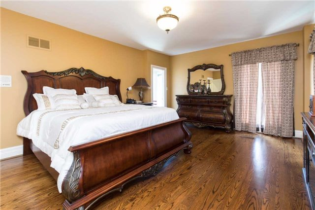 Detached at 60 White Lodge Cres, Richmond Hill, Ontario. Image 4