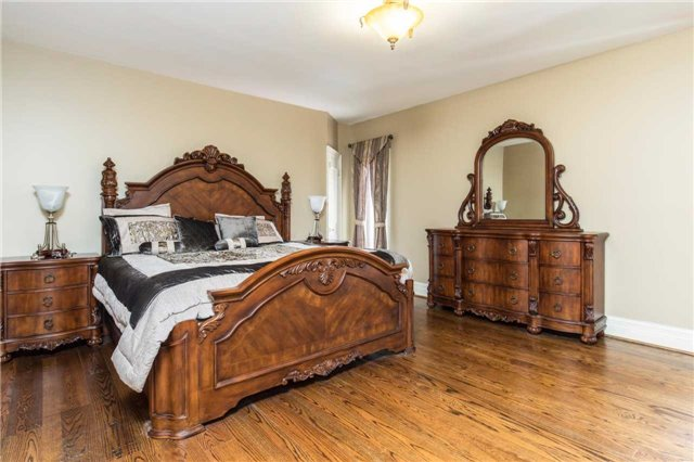 Detached at 60 White Lodge Cres, Richmond Hill, Ontario. Image 6