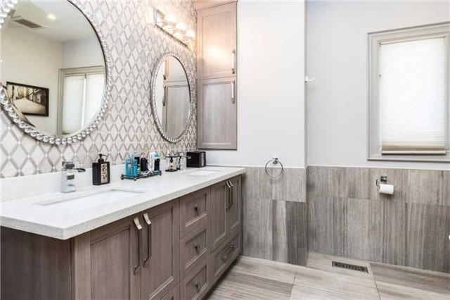 Detached at 60 White Lodge Cres, Richmond Hill, Ontario. Image 7