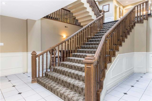 Detached at 60 White Lodge Cres, Richmond Hill, Ontario. Image 8