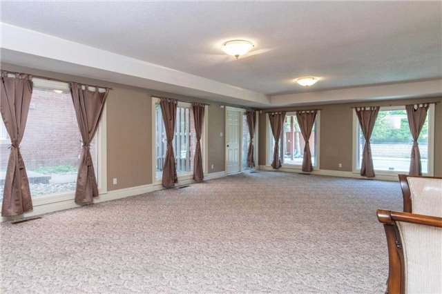 Detached at 60 White Lodge Cres, Richmond Hill, Ontario. Image 10