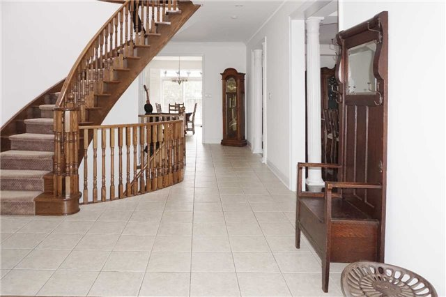 Detached at 19 Golfer's Gate, Vaughan, Ontario. Image 12