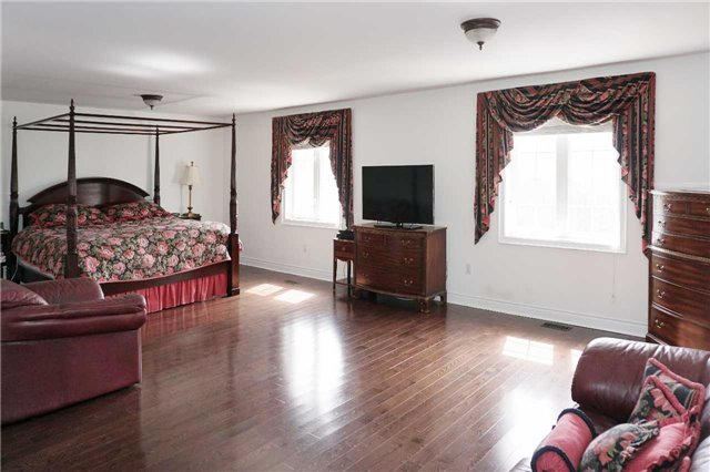 Detached at 19 Golfer's Gate, Vaughan, Ontario. Image 19