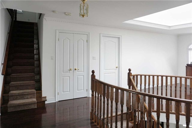 Detached at 19 Golfer's Gate, Vaughan, Ontario. Image 5