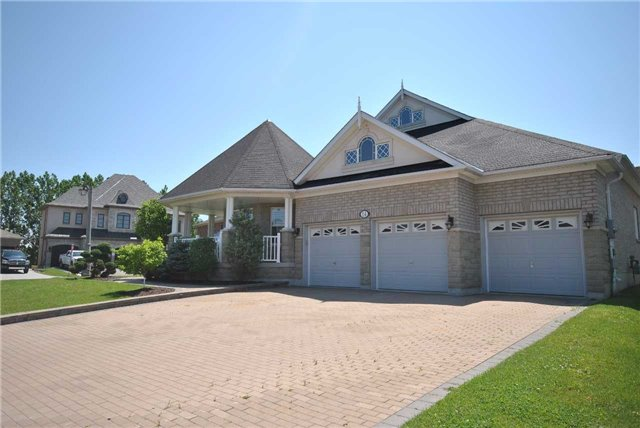 Detached at 14 Olives Gate, Whitchurch-Stouffville, Ontario. Image 14