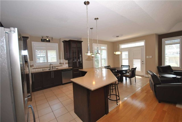 Detached at 14 Olives Gate, Whitchurch-Stouffville, Ontario. Image 18
