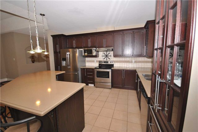 Detached at 14 Olives Gate, Whitchurch-Stouffville, Ontario. Image 20
