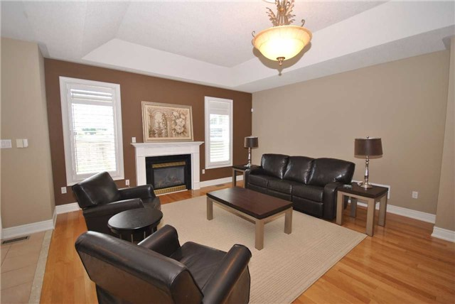 Detached at 14 Olives Gate, Whitchurch-Stouffville, Ontario. Image 4