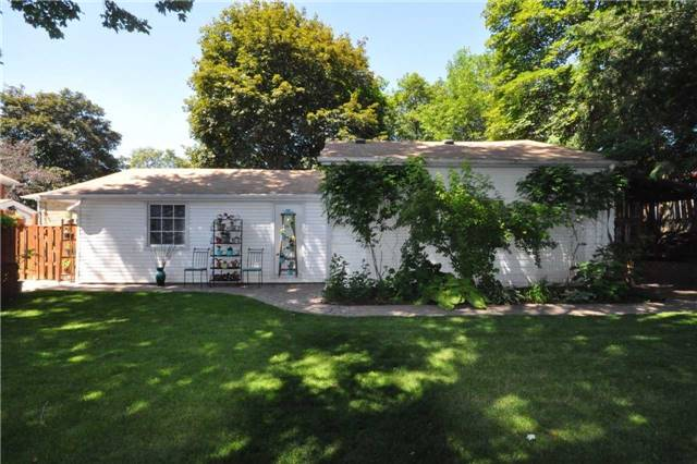 Detached at 157 Queen St, Newmarket, Ontario. Image 15