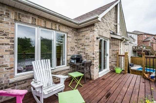 Detached at 8 Mill Dam Crt, King, Ontario. Image 9