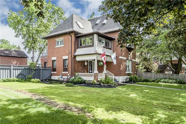Detached at 33 John St E, Bradford West Gwillimbury, Ontario. Image 1