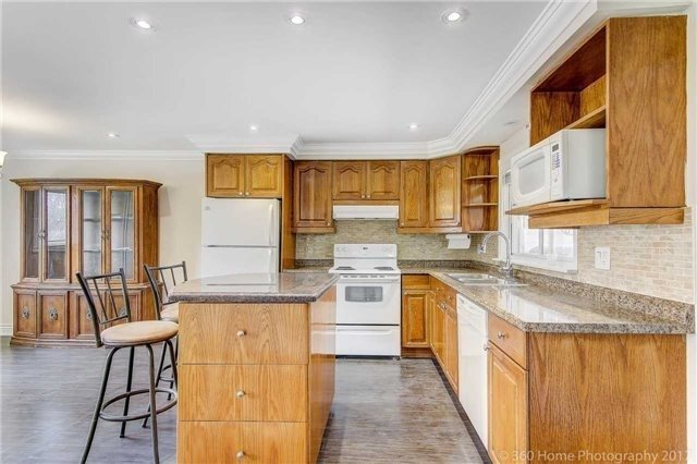 Detached at 138 Orchard Heights Blvd, Aurora, Ontario. Image 17