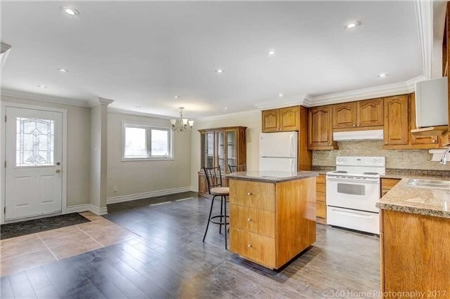 Detached at 138 Orchard Heights Blvd, Aurora, Ontario. Image 18