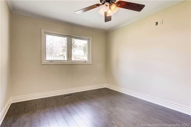 Detached at 138 Orchard Heights Blvd, Aurora, Ontario. Image 4