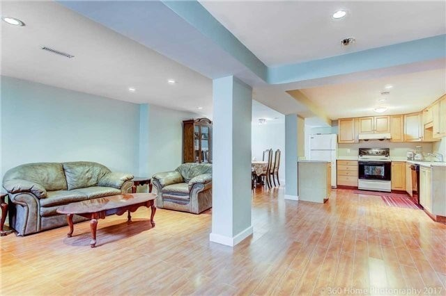 Detached at 138 Orchard Heights Blvd, Aurora, Ontario. Image 7