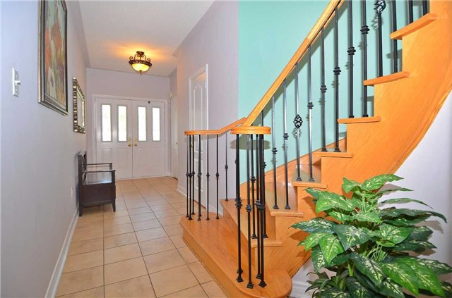 Semi-detached at 126 Andes Cres, Vaughan, Ontario. Image 14