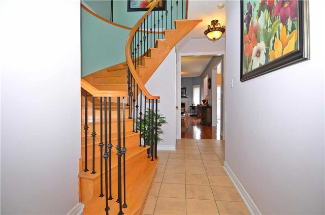 Semi-detached at 126 Andes Cres, Vaughan, Ontario. Image 15