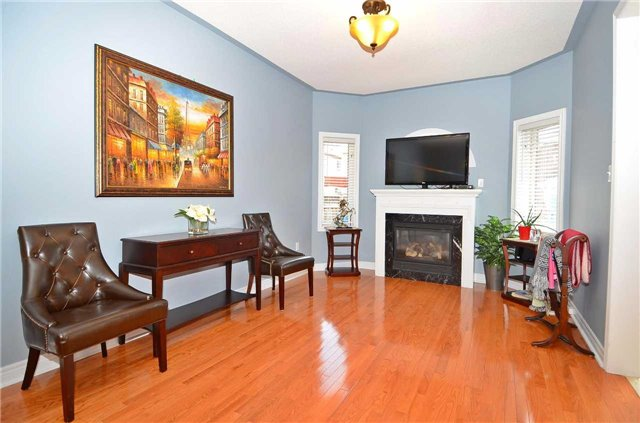 Semi-detached at 126 Andes Cres, Vaughan, Ontario. Image 16