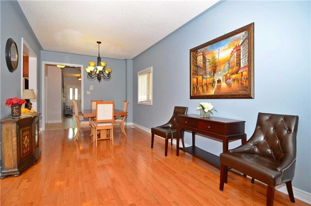 Semi-detached at 126 Andes Cres, Vaughan, Ontario. Image 17
