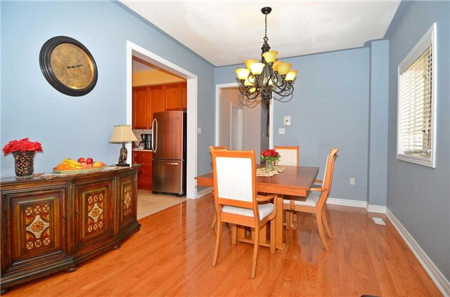 Semi-detached at 126 Andes Cres, Vaughan, Ontario. Image 18