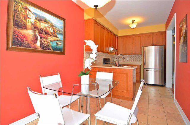 Semi-detached at 126 Andes Cres, Vaughan, Ontario. Image 3