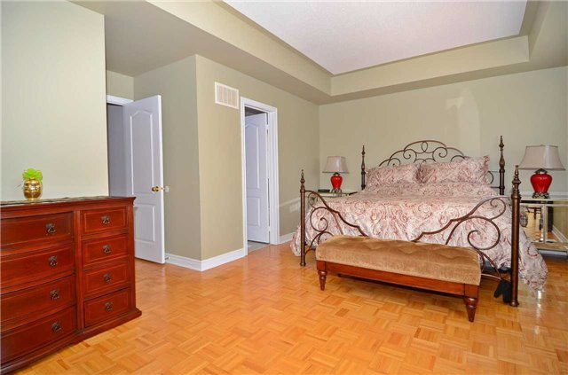 Semi-detached at 126 Andes Cres, Vaughan, Ontario. Image 5