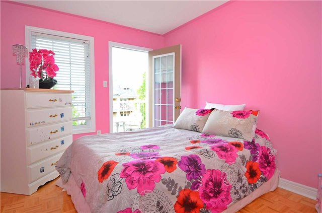 Semi-detached at 126 Andes Cres, Vaughan, Ontario. Image 6