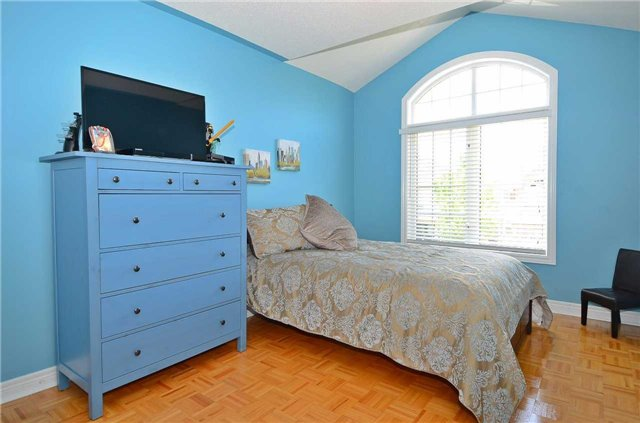Semi-detached at 126 Andes Cres, Vaughan, Ontario. Image 7