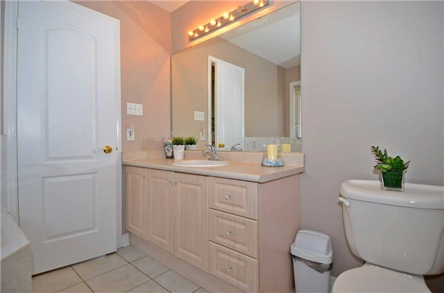 Semi-detached at 126 Andes Cres, Vaughan, Ontario. Image 10
