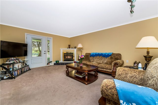 Detached at 2075 Gilford Rd, Innisfil, Ontario. Image 12