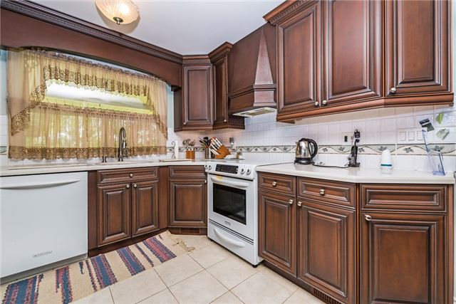 Detached at 2075 Gilford Rd, Innisfil, Ontario. Image 14